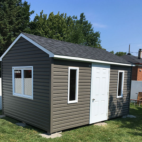 Our 2-pitch garden sheds roof are entirely made in Quebec by Cabanons Boyer. Choice of colours, doors, windows and dimensions.